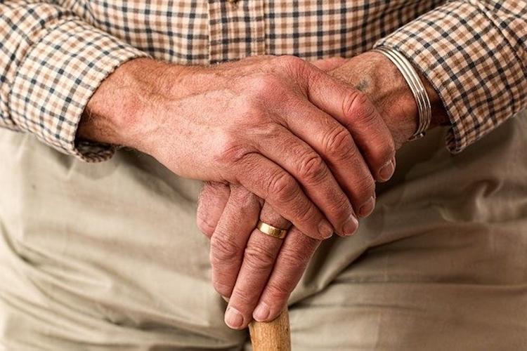 Челябинский врач заявил, что борьба с COVID-19 «вредит» пенсионерам