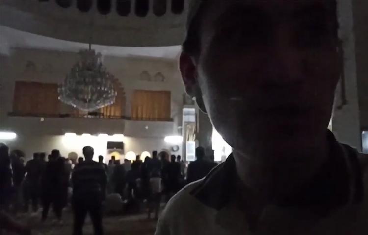 Появилось видео, как люди молятся в Идлибе