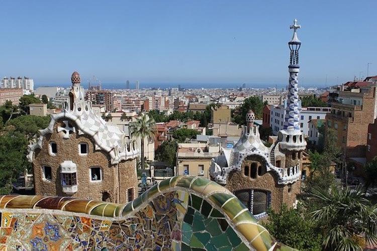 Мадриду и Барселоне позволили смягчить ограничительные меры