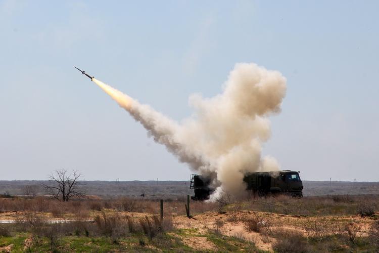 Полковник в отставке: США хотят «притормозить» разработку новейших вооружений РФ, чтобы «наверстать упущенное»