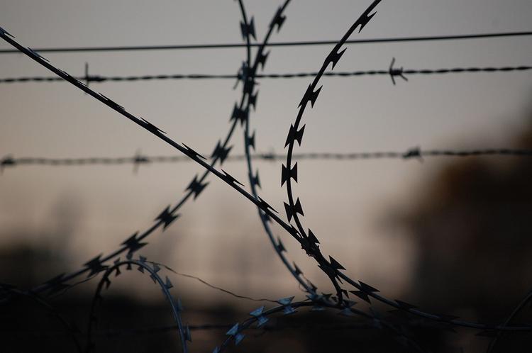 Обвиняемый в шпионаже украинец, находящийся в СИЗО, не может нормально есть