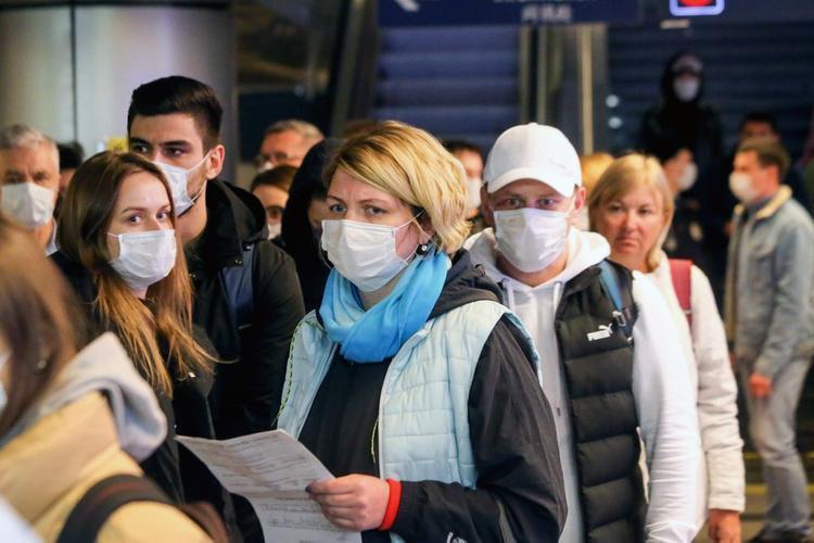 Истерия достигла предела. На людей без масок набрасываются с оскорблениями, выгоняют из транспорта и магазинов