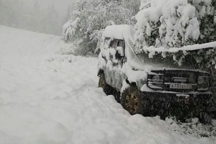 Горы и предгорья Адыгеи и Краснодарского края засыпало снегом