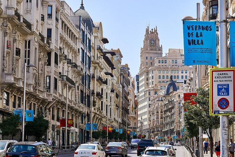 Власти Испании заявили, что начнут принимать иностранных туристов с июля