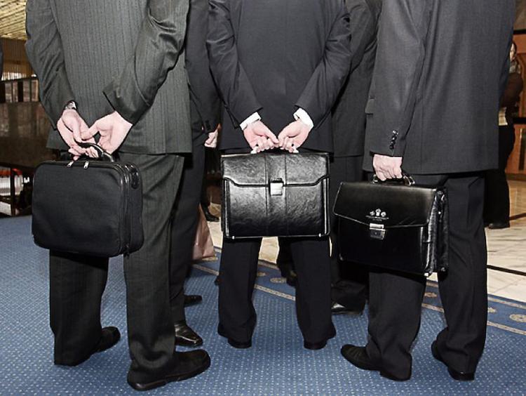 Про совесть: чиновники Латвии хотят себе пособие в три раза больше