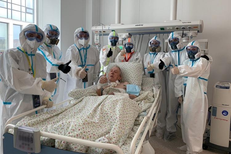 В Москве 94-летнего пациента перевели на реабилитацию после месяца на ИВЛ
