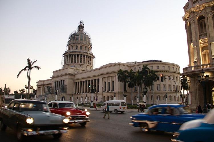 Власти Кубы не будут вводить обязательный карантин для туристов