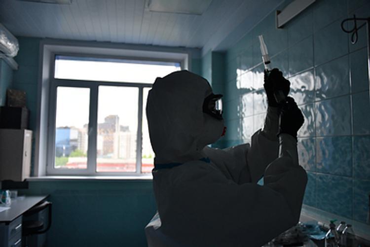 В больницах Петербурга лежачие места вынуждены сооружать из металлических стульев, а чиновники уверяют, что 11% коек свободно