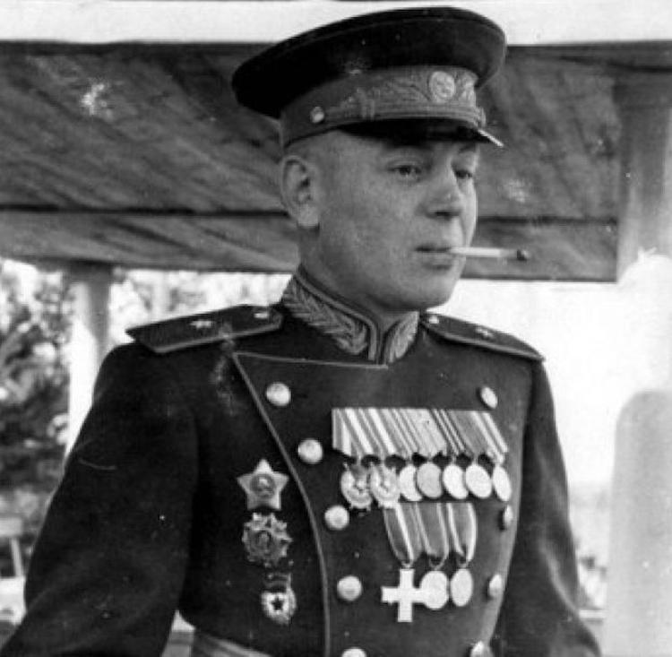 Полковник КГБ ЛССР в отставке: Василий Сталин был бешено популярен в народе
