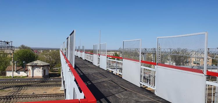 Завершилось строительство пешеходного моста в Гумраке в Волгоградской области