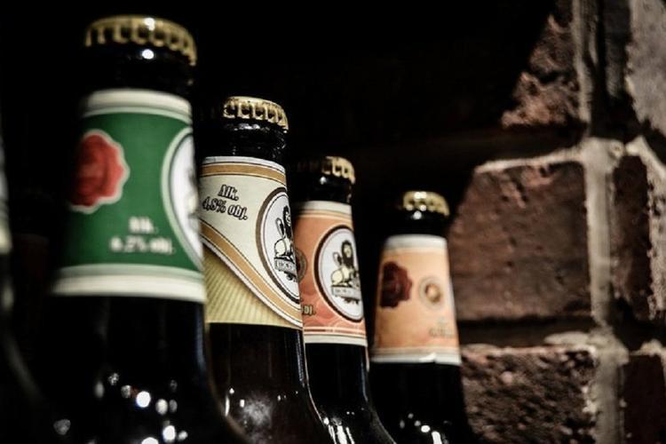 Власти Свердловской планируют снять запрет на продажу алкоголя вечером