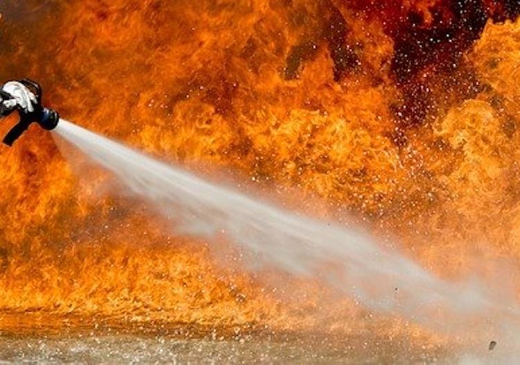 В Томске потушили пожар в торговом центре