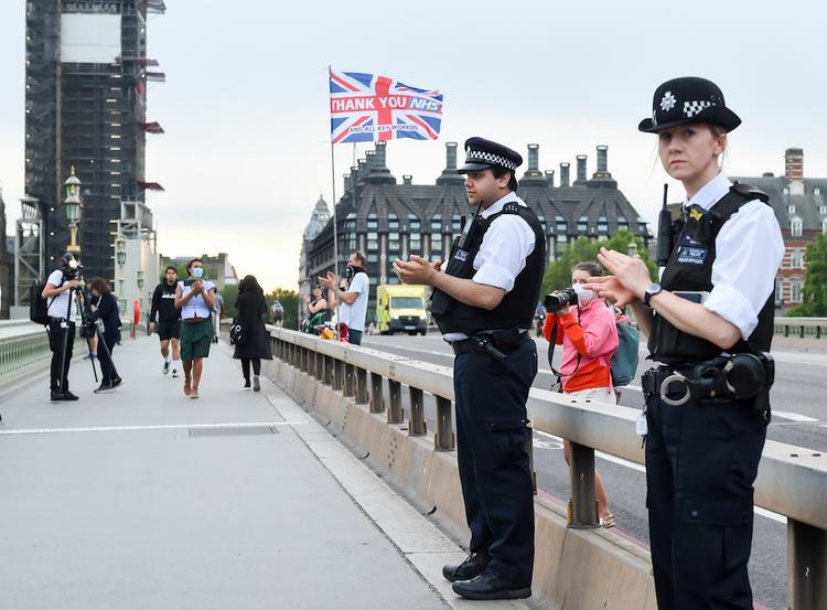 Британцы со следующей недели смогут собираться группами до шести человек