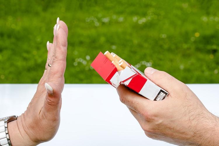 Коронавирус может отучить россиян от курения