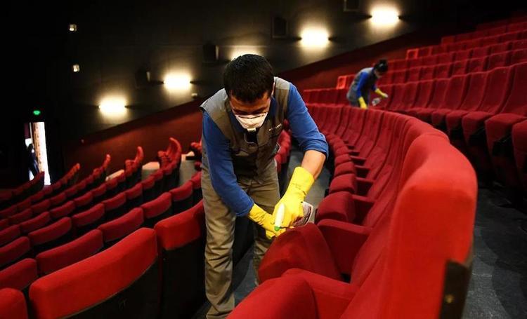 Возможно ли выполнить рекомендации Роспотребнадзора к работе кинозалов, или  их ждет принудительное закрытие?