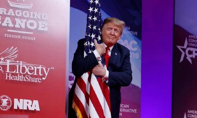 Политолог предположил, чем на самом деле Трампу не угодил Twitter