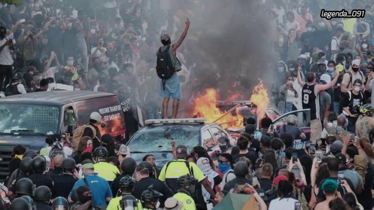 В США жгут и грабят здания, протест выходит из-под контроля