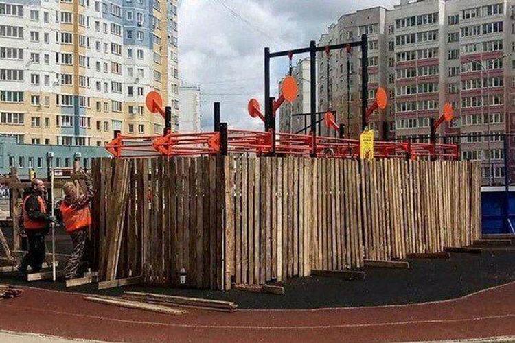 Карантин ударил в голову. Власти Иваново приняли решение заколотить деревянным забором спортивную площадку