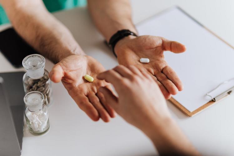 Первый зарегистрированный Минздравом российский препарат для лечения коронавируса продаваться в аптеках не будет