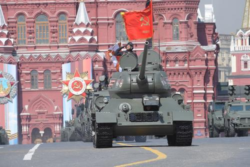 Участники Парада Победы на Красной площади будут ежедневно тренироваться в масках