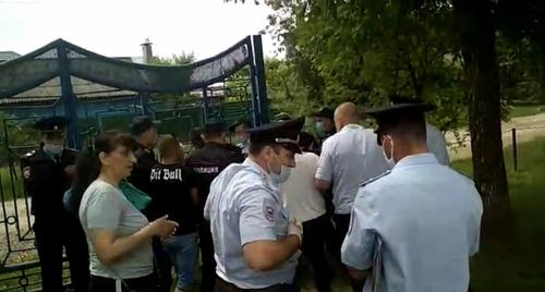 На Кубани как в Миннесоте – «коленом на шею» задержали опасного преступника - «организатора прогулки в парке»