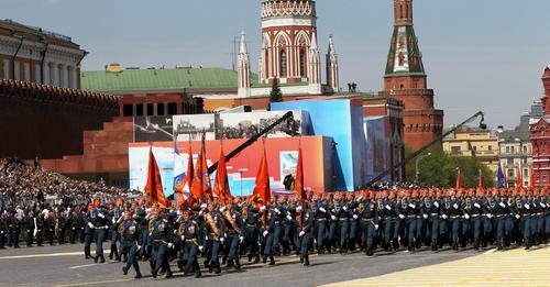 Путина призвали не драпировать Мавзолей 24 июня