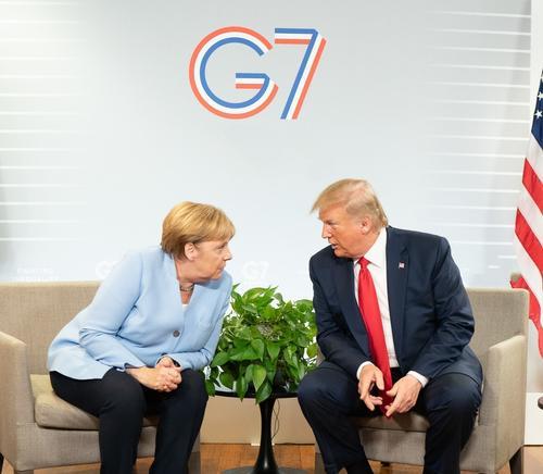 Меркель опасается Путина, Трампа и собак