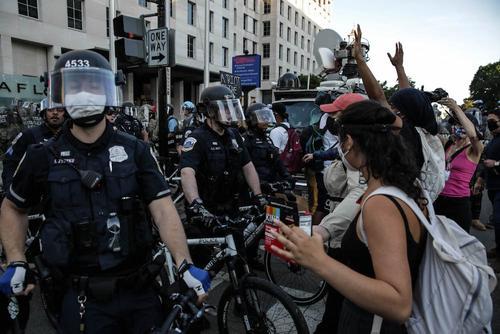Экс-посол США на Украине высказался о протестах и беспорядках в американских городах
