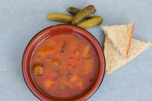 Назван наиболее опасный суп для сердечников и гипертоников