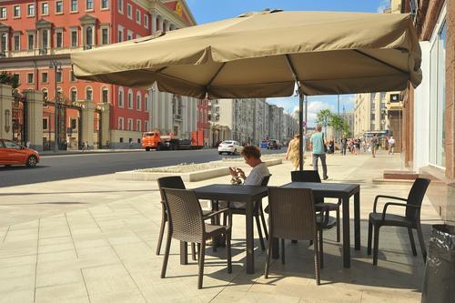 Собянин: С 16 июня в Москве заработают летние кафе