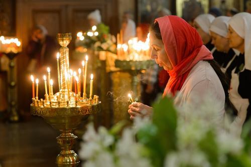 Православные христиане отмечают День Святого Духа