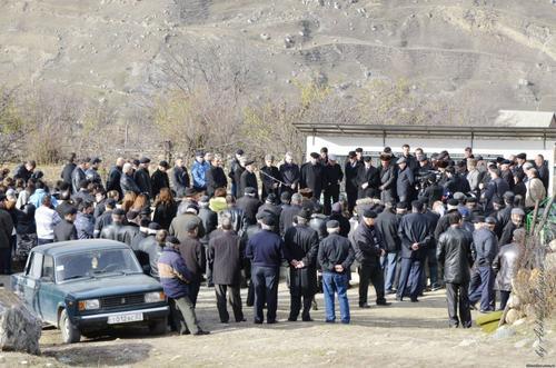 В Дагестане начался стихийный митинг против полицейского произвола