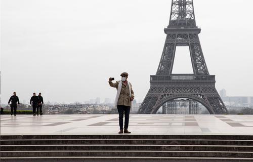 Париж открывает Эйфелеву башню