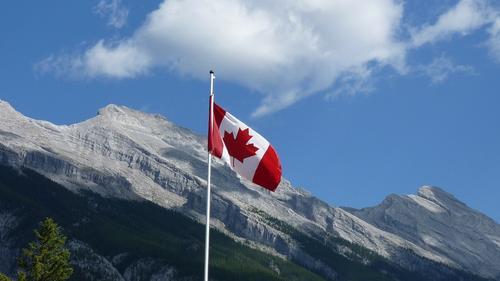 Некоторым канадцам придется вернуть выданные из-за коронавируса пособия