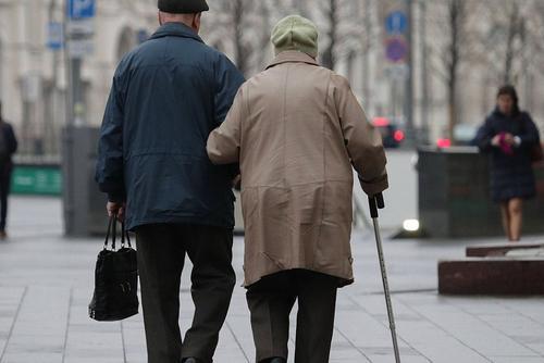 В России начинаются выплаты волонтерам, взявшим опеку над пенсионерами и сиротами в период пандемии