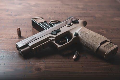 Конфликт со стрельбой произошел на Бойцовой улице в столице, пострадавший госпитализирован