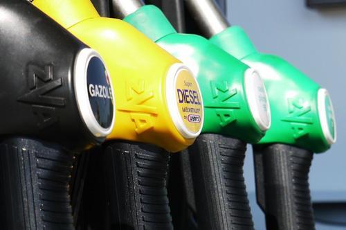 В Роскачестве проверили бензин на заправках Москвы