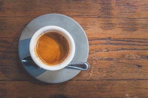 Врач-терапевт рассказала о лекарстве, которое нельзя принимать вместе с кофе при похмелье