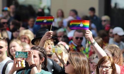 В Москве прошел Парад Победы, а в Эстонии стартовал фестиваль ЛГБТ и Baltic Pride