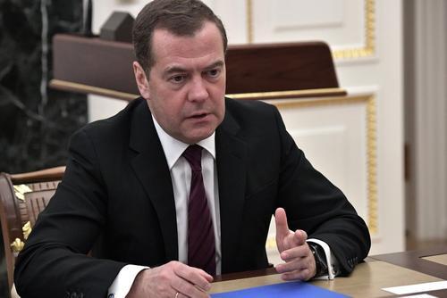 Медведев направил в правительство перечень мер поддержки туризма