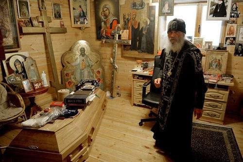 «Там настоящая секта, там мозги промывают», Ксения Собчак и ее подписчики о самом скандальном отце Сергие