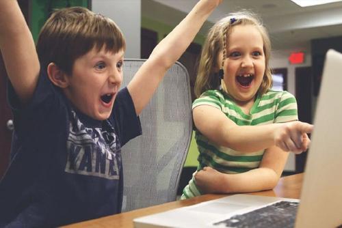 В России планируют провести эксперимент с дистанционным обучением школьников