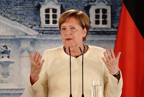 Ангела Меркель объяснила, почему никто не видел её в маске