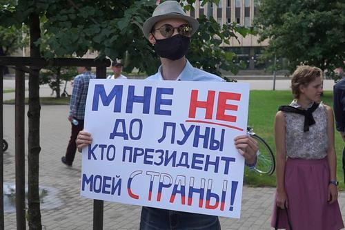 Латвийские активисты потребовали не менять Конституцию РФ