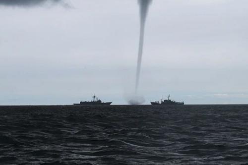 Специалисты предупредили о высоком риске образования смерчей над Черным морем