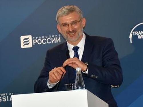 Дороги в России убогие, а апартаменты  министра транспорта — роскошные