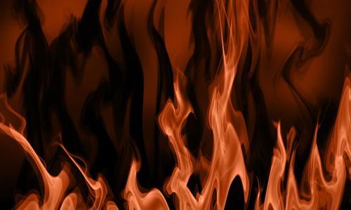 В жилом доме на севере Москвы загорелась квартира, спасены три человека, в том числе - дети