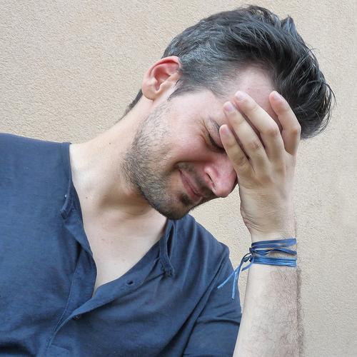 Врачи назвали причины сильной головной боли