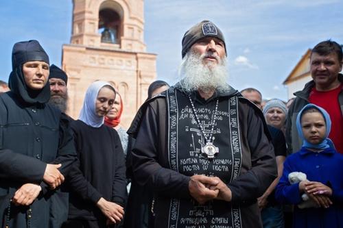 Церковный суд в Екатеринбурге лишил сана схиигумена Сергия, который захватил монастырь и отрицал коронавирус