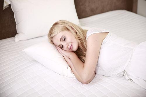 Какие позы во время сна наиболее вредны для здоровья